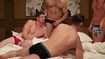 Cumshot loving muscle jock in group rough anal
